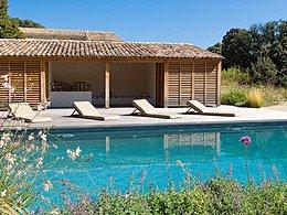Le Pool House Une Construction A Envisager Des Lors Qu On